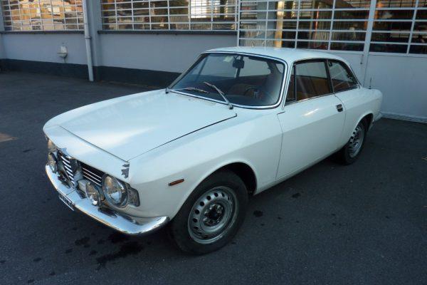 Alfa-Romeo-GT-1.6-Veloce.jpg-1