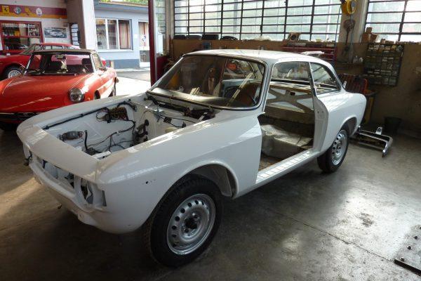 Alfa-Romeo-GT-1.6-Veloce.jpg-22