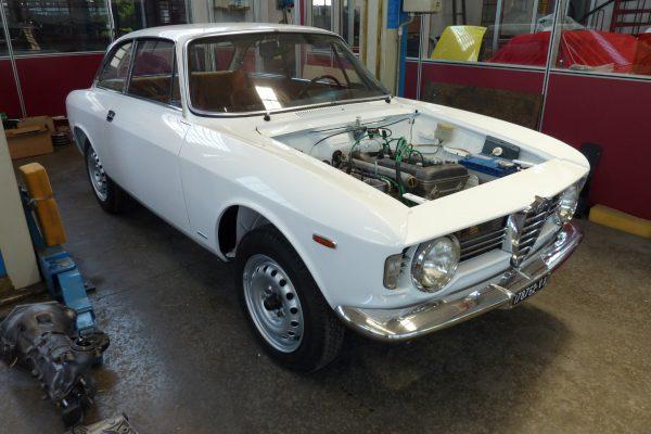 Alfa-Romeo-GT-1.6-Veloce.jpg-24