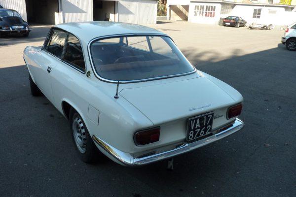 Alfa-Romeo-GT-1.6-Veloce.jpg-4