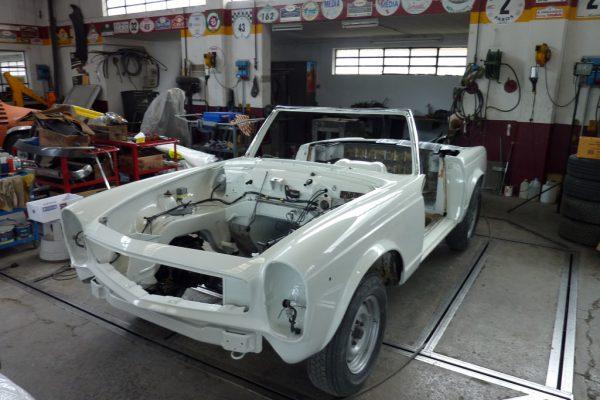 Mercedes-230-SL-4