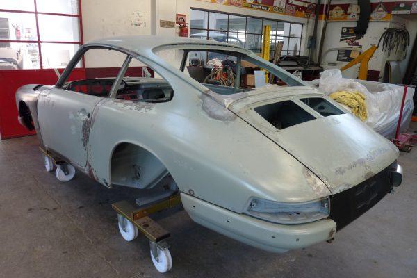 Porsche-911-2.0-S-1968-14