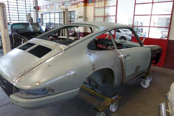 Porsche-911-2.0-S-1968-15