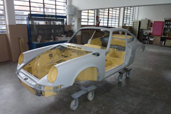 Porsche-911-2.0-S-1969-10