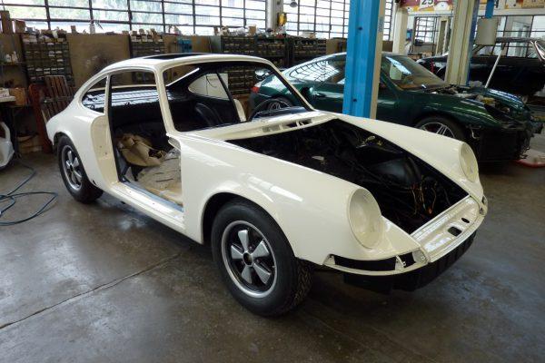 Porsche-911-2.0-S-1969-25