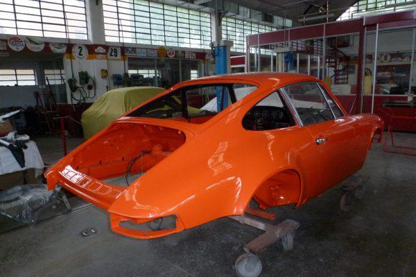 Porsche-911-RS-2.7-Tangerine-15-Custom