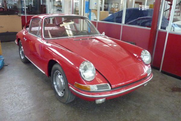 Porsche-911-2.0-1966-17