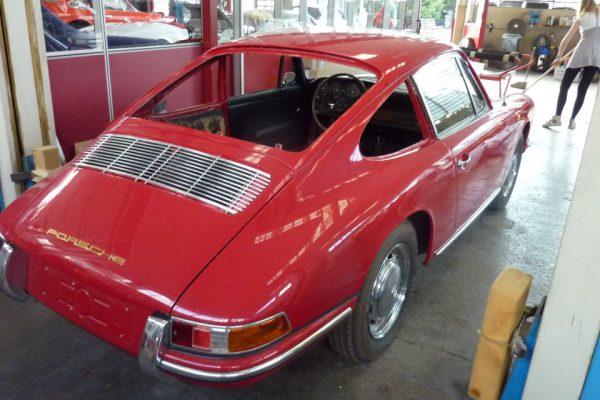 Porsche-911-2.0-1966-21