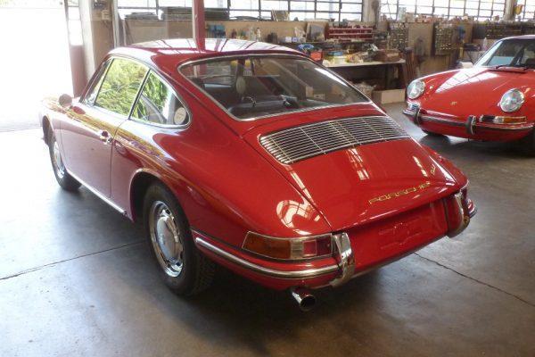 Porsche-911-2.0-1966-47