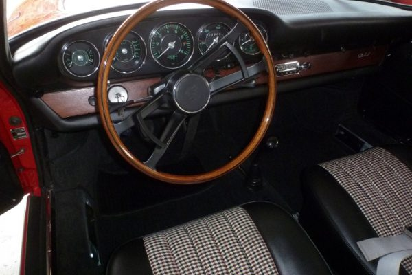 Porsche-911-2.0-1966-511