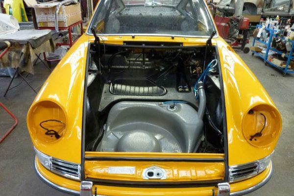 Porsche-911-2.0S-1967-90