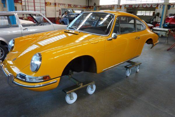 Porsche-911-2.0S-1967-91