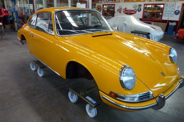 Porsche-911-2.0S-1967-93