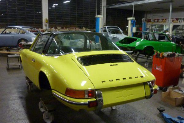 Porsche-911-2.4-T-Targa-24