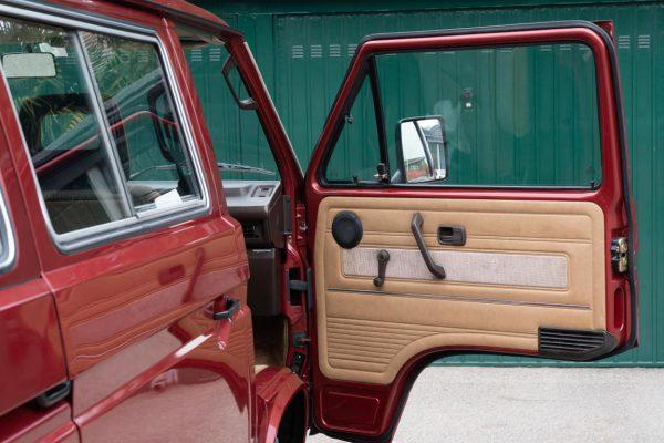 Volkswagen T3 Caravelle_1992_Cdg (36)