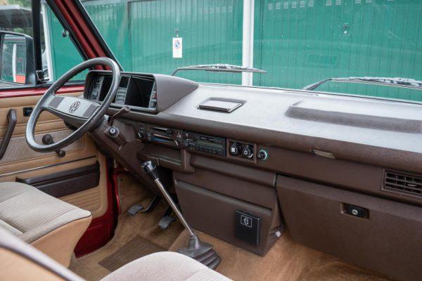 Volkswagen T3 Caravelle_1992_Cdg (42)