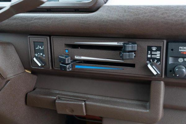 Volkswagen T3 Caravelle_1992_Cdg (47)