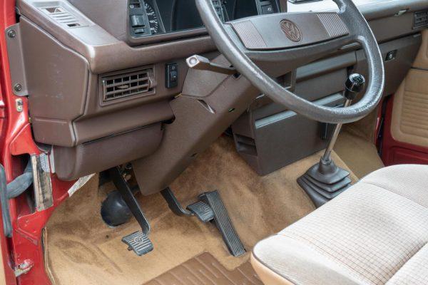 Volkswagen T3 Caravelle_1992_Cdg (57)